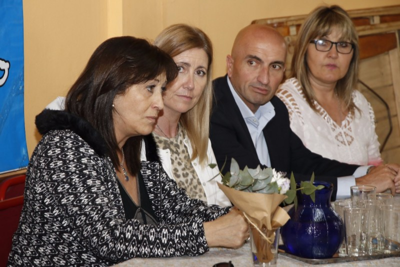 Eduardo Rodríguez acompañó a Mirta Tundis y Liliana Schwindt en el Centro de Jubilados Manuel Belgrano.