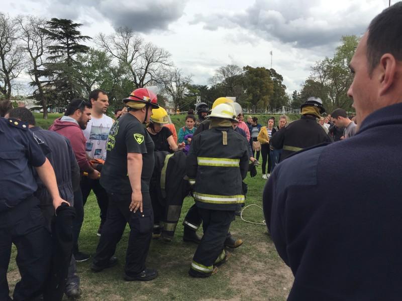 Una persona fue rescatada del arroyo a la altura de Av. Colón