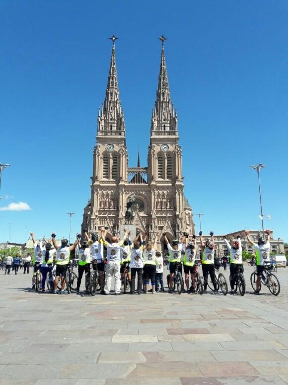 Peregrinos en bicicleta: 'la Virgen los elige'