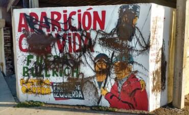 Repudian ataque a murales que piden por Santiago Maldonado
