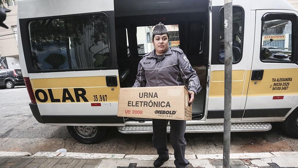 Brasil comenzó a votar con voluntad de cambio