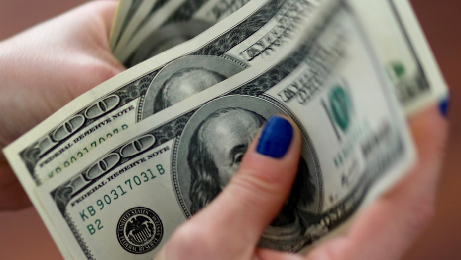 El dólar anotó su quinta caída
