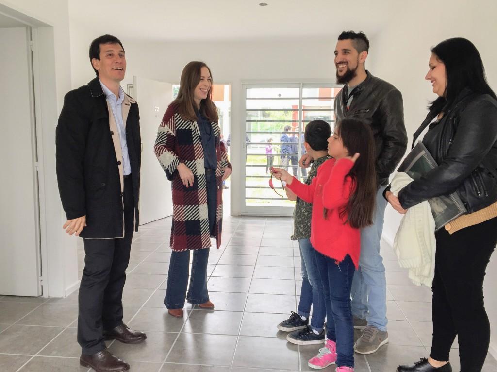 La gobernadora Vidal encabezó un acto de entrega de viviendas en Ituzaingó