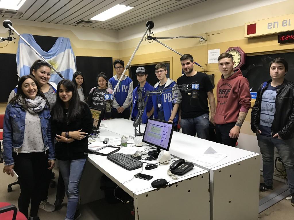 Alumnos de la Secundaria 12 en Radio Olavarría