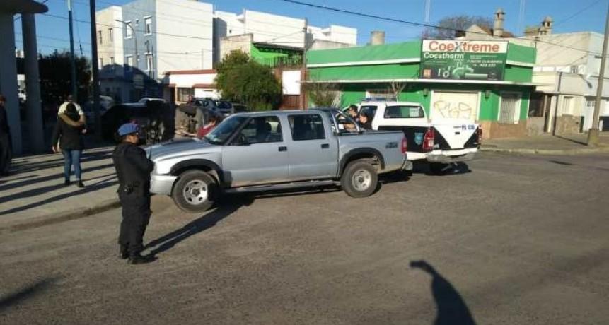 Una camioneta volcó en Sarmiento y España