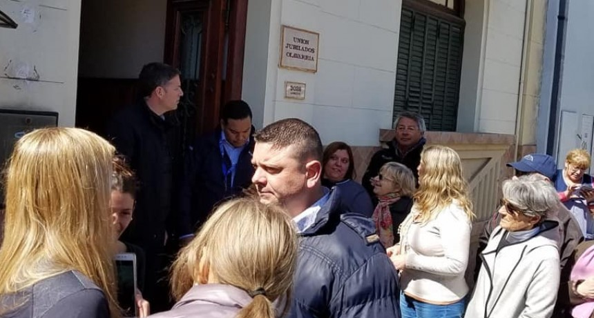 Macri pasó por el Centro de Jubilados de calle Lavalle
