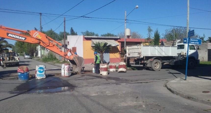 Trabajos de bacheo en Villa Mailín