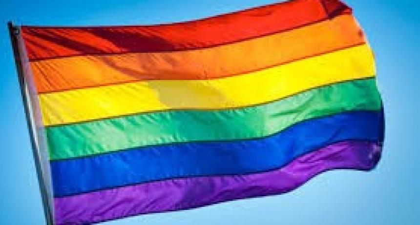 Orgullo: Lesbianas, gays, transexuales y bisexuales, se reúnen para organizar la marcha