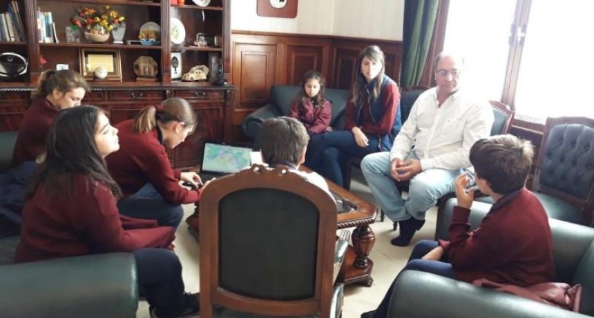 """Alvear: El Intendente Capra recibió la visita de alumnos de 6º Año del Colegio """"Carmen A. Micheo"""""""