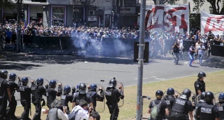Olavarrienses participaron de la movilización en el congreso pero estuvieron lejos de los incidentes
