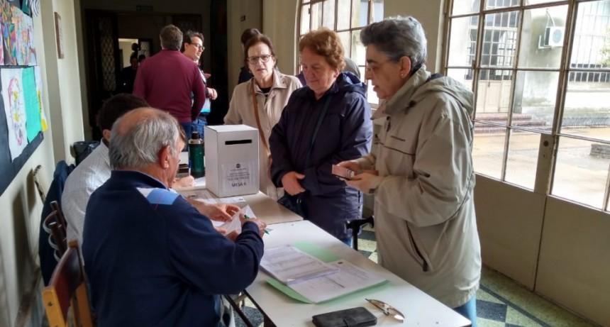 Elecciones internas de la UCR:. hasta el mediodía votaron 200 afiliados