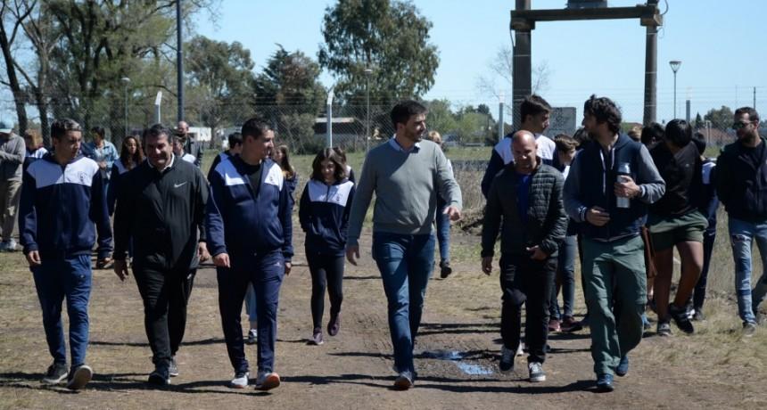 El Intendente visitó la obra de la pista de atletismo