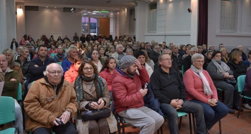 Más de 630 familias en un nuevo acto de firma y entrega de escrituras