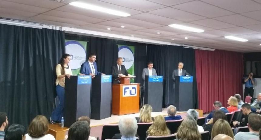 Acuerdo de los candidatos para institucionalizar el debate a nivel municipal