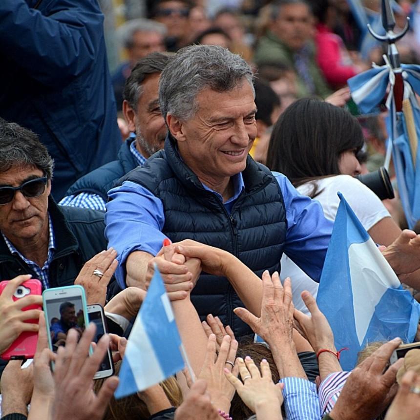 Multitudinaria convocatoria de Macri , Vidal y Michetti en Olavarría