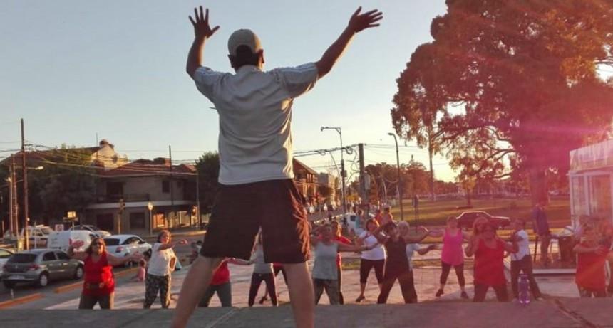 """""""Lolas en campaña"""": MasterClass de Gimnasia en el Paseo de la Salud"""