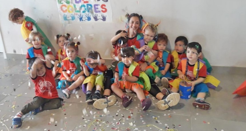 """El color de la murga llegó al Jardín Maternal """"Arco Iris"""""""