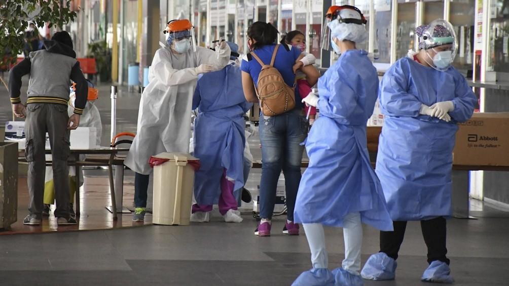 Largas filas en la Terminal de Ómnibus de Córdoba para realizarse testeos de coronavirus
