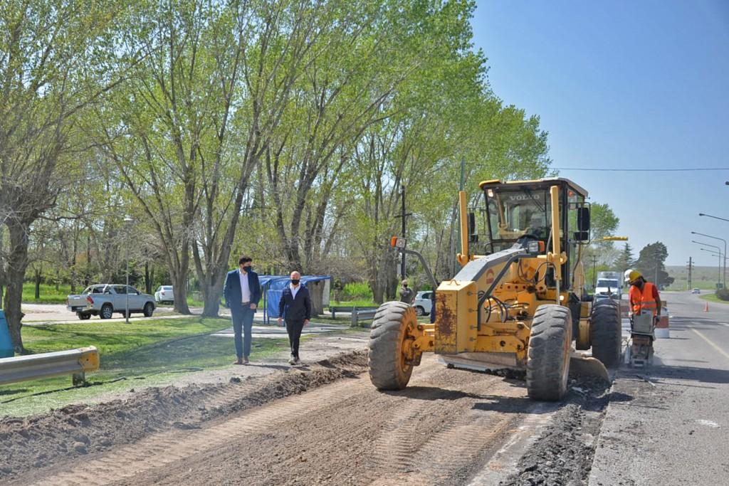 El Municipio realiza trabajos de pavimentación sobre autopista Fortabat