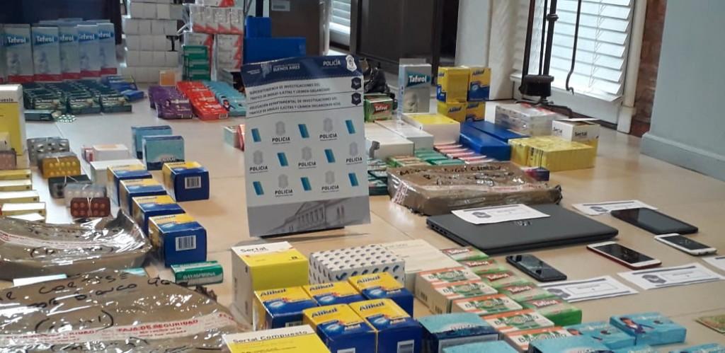 Desbaratan banda que vendía medicamentos a kioscos y almacenes de Azul