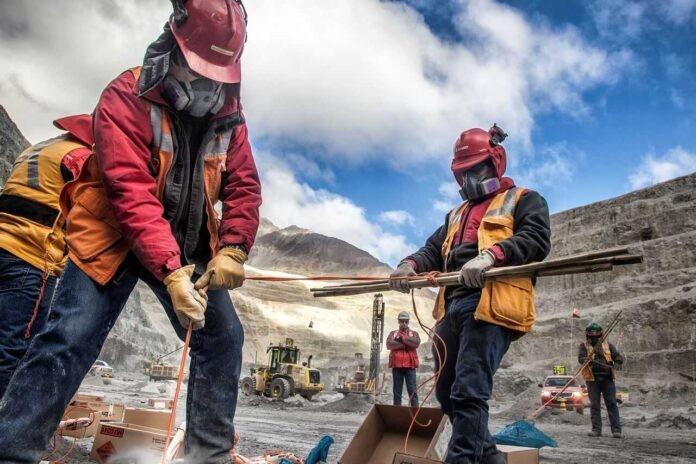 Día del Trabajador Minero: 'Empezamos a sacar la cabeza de abajo del agua'