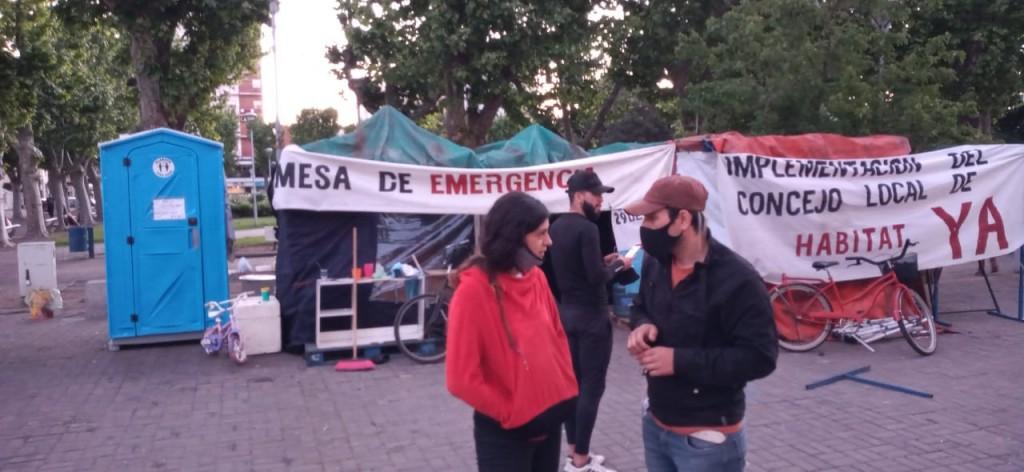 Mesa de Emergencia : se levantó una carpa , otras siguen en el acampe