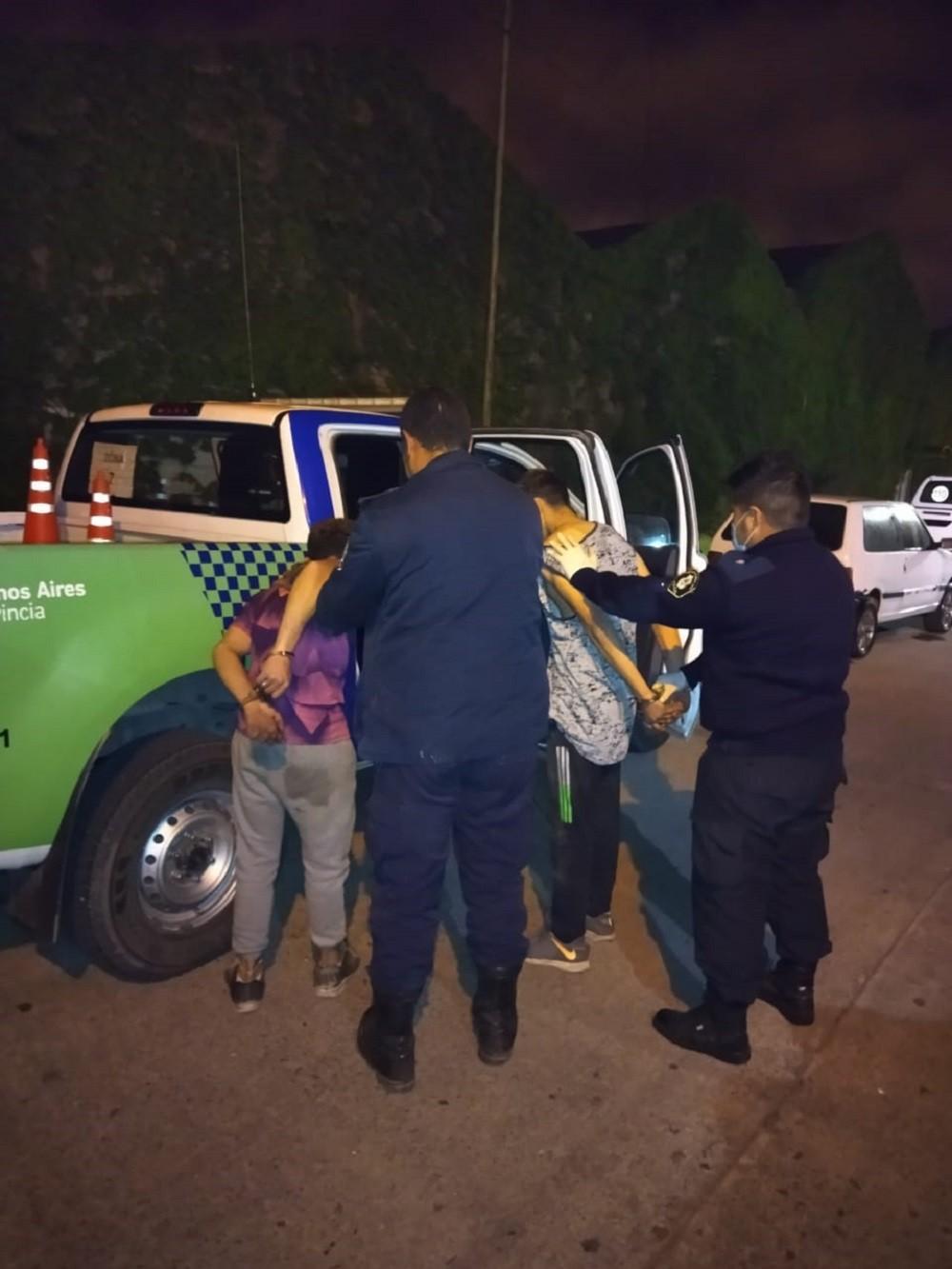 Dos detenidos por robar elementos del interior de un vehículo