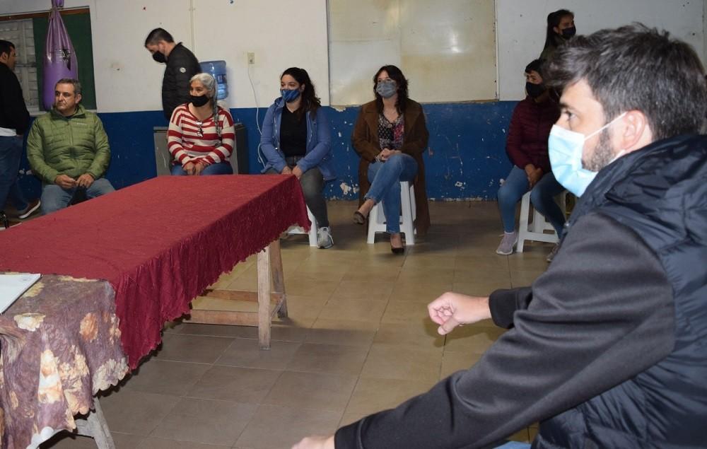 Candidatos de Juntos visitaron la Sociedad de Fomento Hipólito Yrigoyen