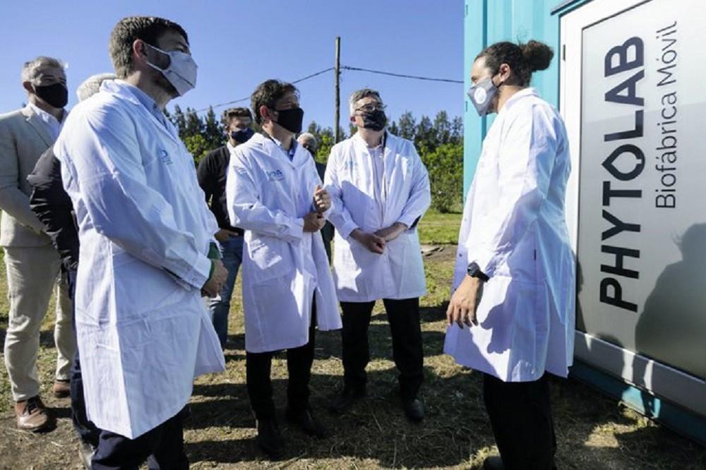 El gobernador Kicillof inauguró un laboratorio de multiplicación vegetal