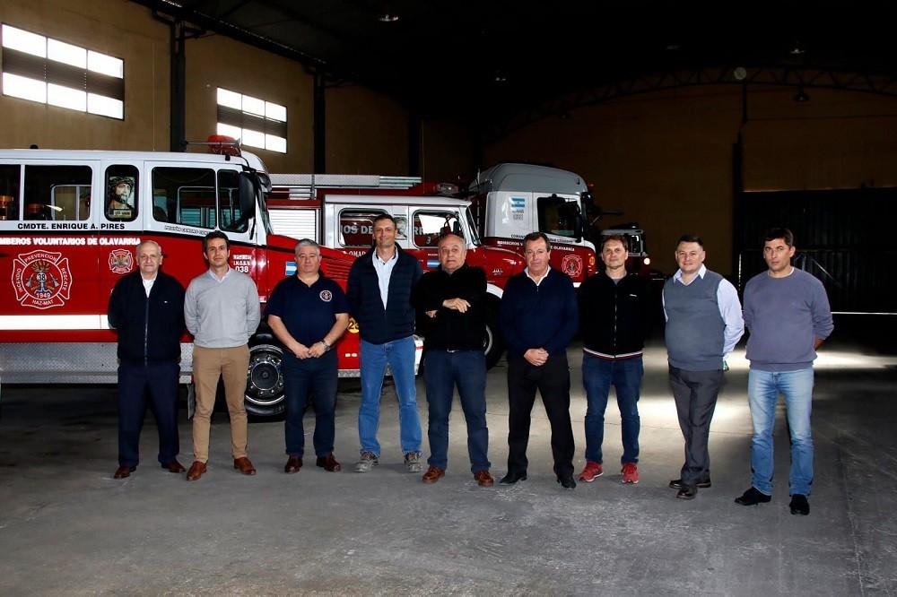 Directivos de Cementos Avellaneda visitaron el cuartel de Bomberos Voluntarios de Olavarría