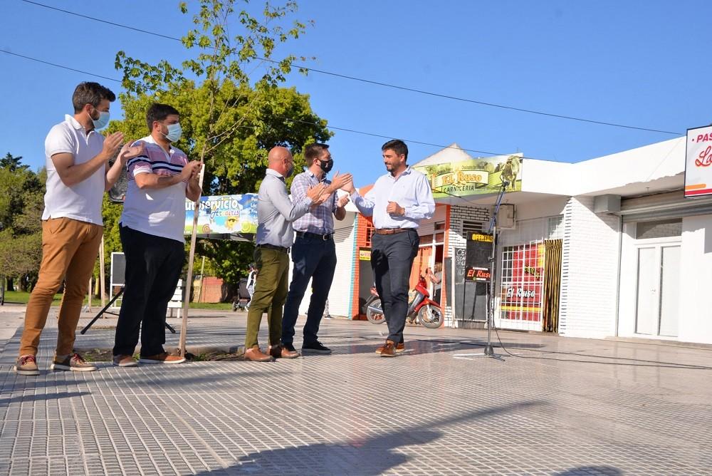 El Intendente Galli inauguró la obra de las nuevas veredas del Barrio CECO