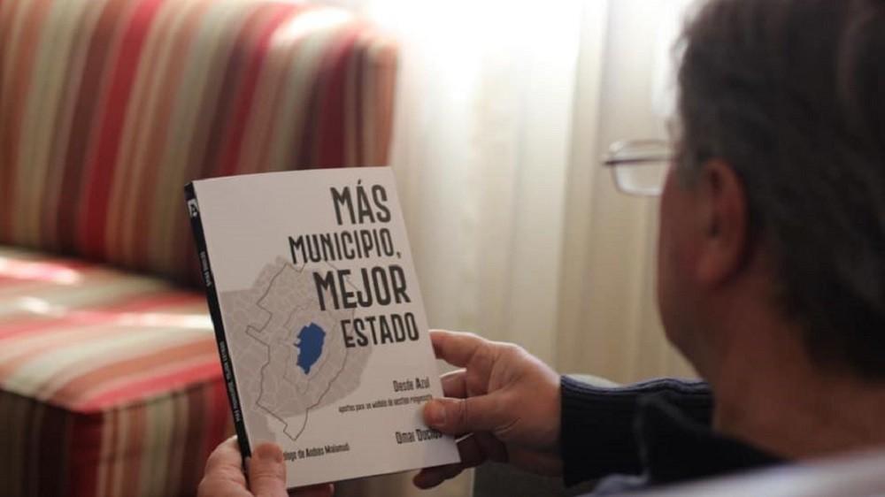 """El Doctor Omar Duclós presentó el libro """"Más municipio, mejor estado"""
