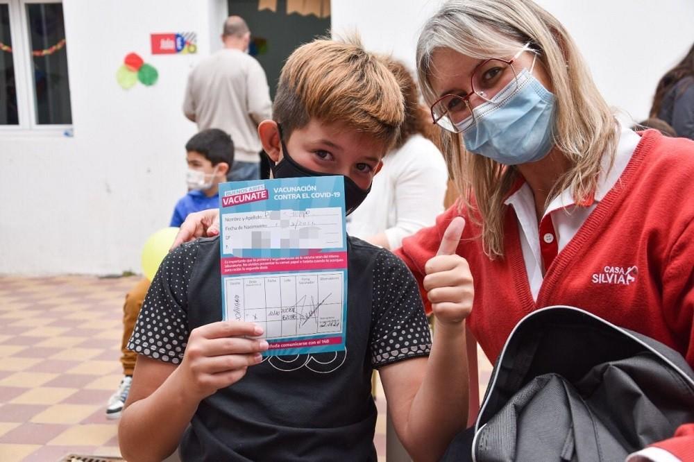 Campaña de vacunación: este miércoles se vacunaron 403 personas, 201 de las cuales fueron menores de 3 a 17 años