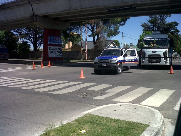 Múltiple choque involucró a tres vehículos