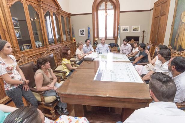 Azul: El Gobierno Municipal entregó créditos y subsidios a microemprendedores