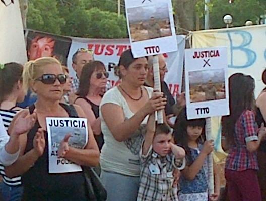 """Más de un centenar de personas concentraron por """" Justicia por Tito. Basta de Gatillo Fácil y de Violencia Policial"""""""