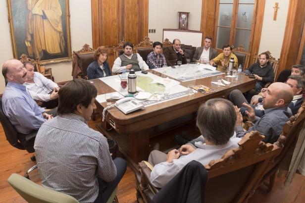 Azul: referentes políticos de la Séptima Sección Electoral se acercaron a dar su apoyo a la gestión Inza