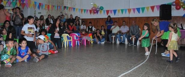 "Eduardo Rodríguez participó del acto recreativo del Jardín Maternal Municipal ""Arco Iris"""