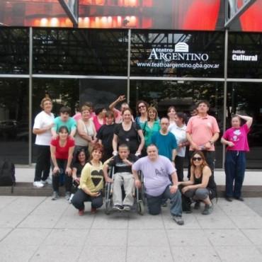 Integrantes del Programa Municipal de Educación Artística Integrada participaron de una clase de danzaterapia en La Plata