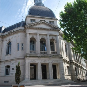 Asueto por el día del municipal: El municipio atiende sólo los servicios esenciales con guardias este lunes