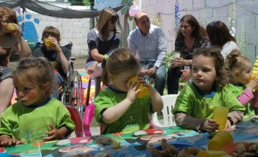 """Eduardo Rodríguez participó del festejo de los 20 años del Jardín Maternal Municipal """"Lucerito"""""""