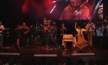 Huella Pampa se consagra con un nuevo disco de oro antes de su presentación en el Teatro Municipal