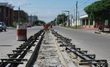 Continúa la construcción de separadores en Trabajadores entre Rivadavia y Amparo Castro