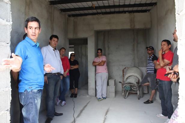 Funcionarios del Instituto de la Vivienda en Hinojo