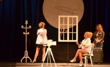 """""""La Novias de Travolta"""" se presentaron en el Teatro"""