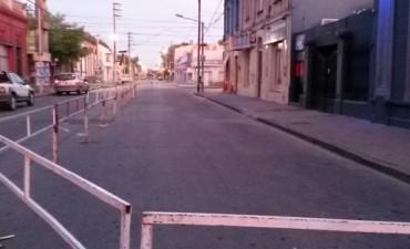 Extienden el vallado sobre la calle Necochea y habilitan el tránsito sobre Alsina