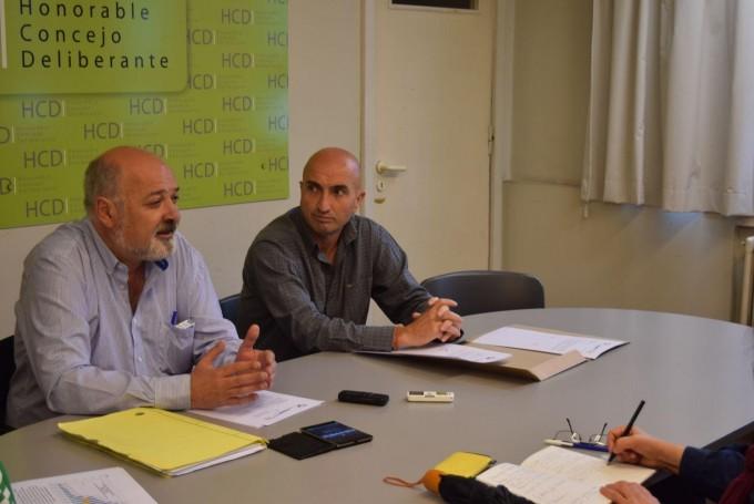 Aumento de tarifas de agua: el ex concejal Álvarez entrega informe al HCD