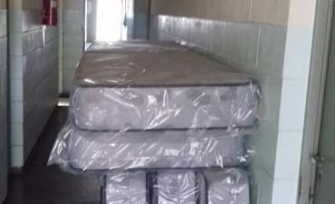 Donación de colchones para el personal de la Unidad N°38