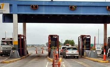 Peaje: levantaron la barrera por acumulación de vehículos