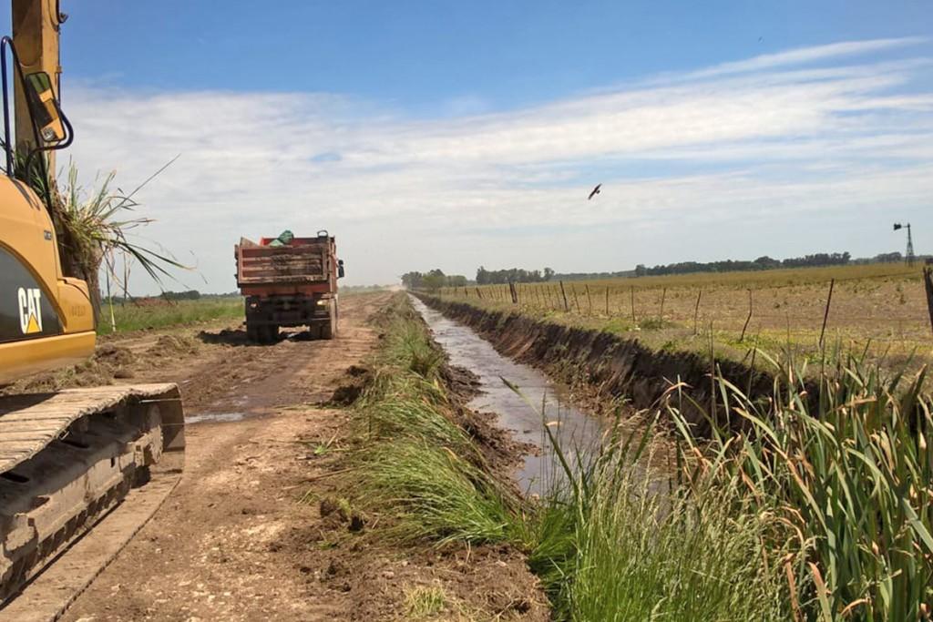 Hidráulica: continúa la limpieza de canales